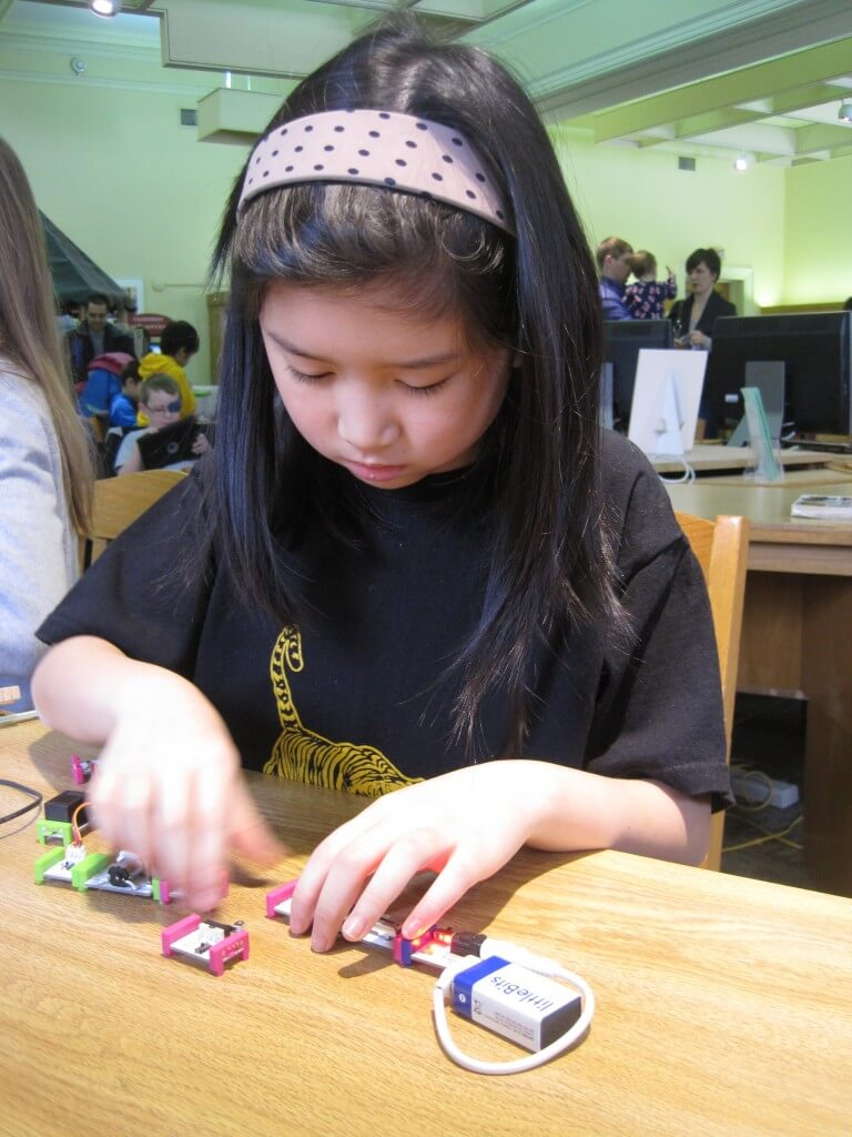 Building with littleBits kits
