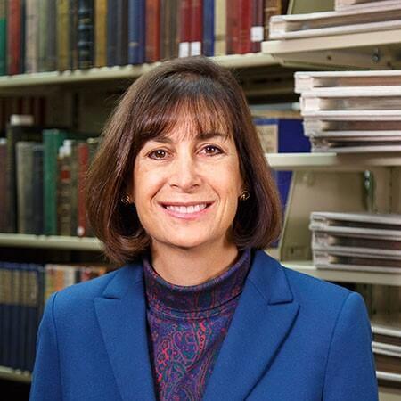 Portrait photo of Carol Robinson
