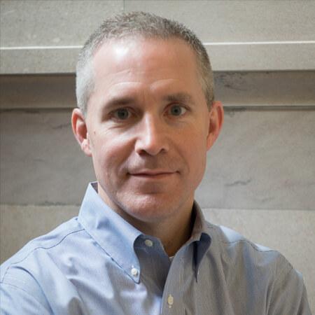 Portrait photo of Paul Vanderweil