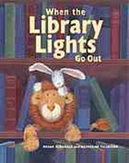 Cover art of When the Library Lights Go Out by Megan McDonald