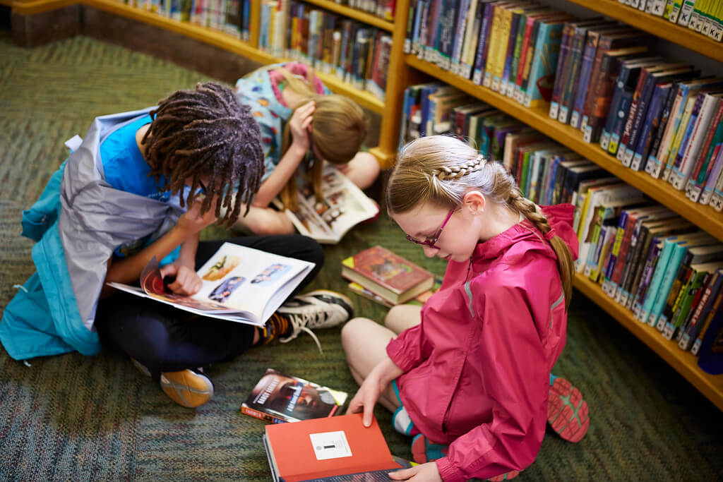 Kids read alongside one another at the Library.